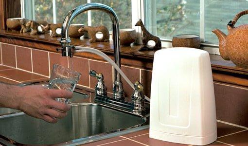 Countertop mounted water filter