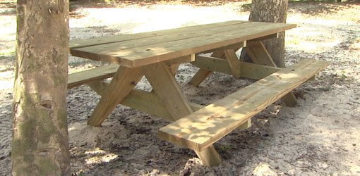 Completed picnic table.