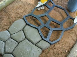 Making concrete pathway with Quikrete WalkMaker