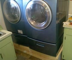 Washer/dryer on platform