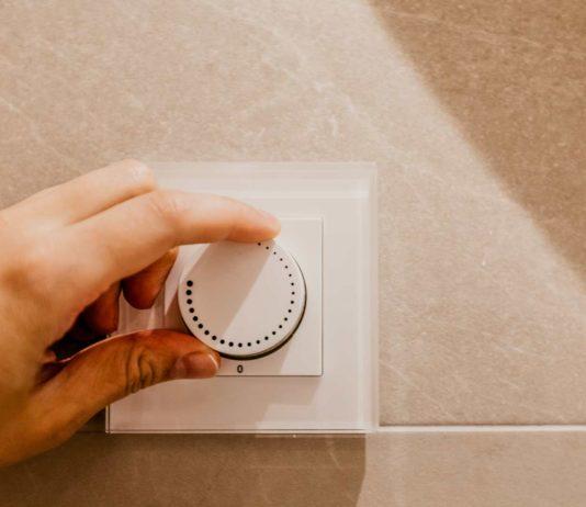 Hand adjusting dimmer switch slider