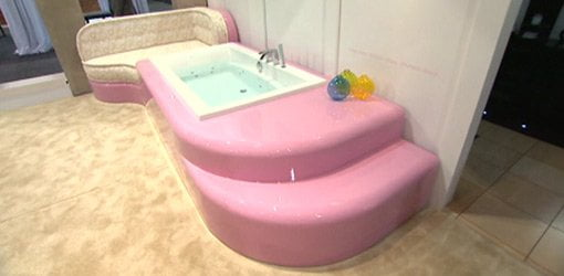 Pink art deco tub at Kitchen and Bath Industry Show