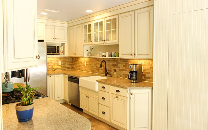 """""""Today's Homeowner"""" co-host Chelsea Lipford Wolf's renovated kitchen in Mobile, Alabama, featuring Merillat cabinets"""