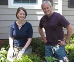 Julie Day-Jones and Danny Lipford planting flowers in a yard.