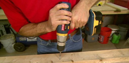 Driving screws with a cordless drill