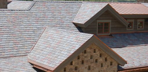 Roof with multicolored slate polymer roof tiles.