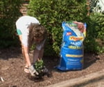 Weeding with Vigoro Weed Stop Mulch