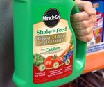 Miracle-Gro Shake 'n Feed container