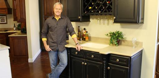 Danny Lipford in kitchen cabinet showroom.