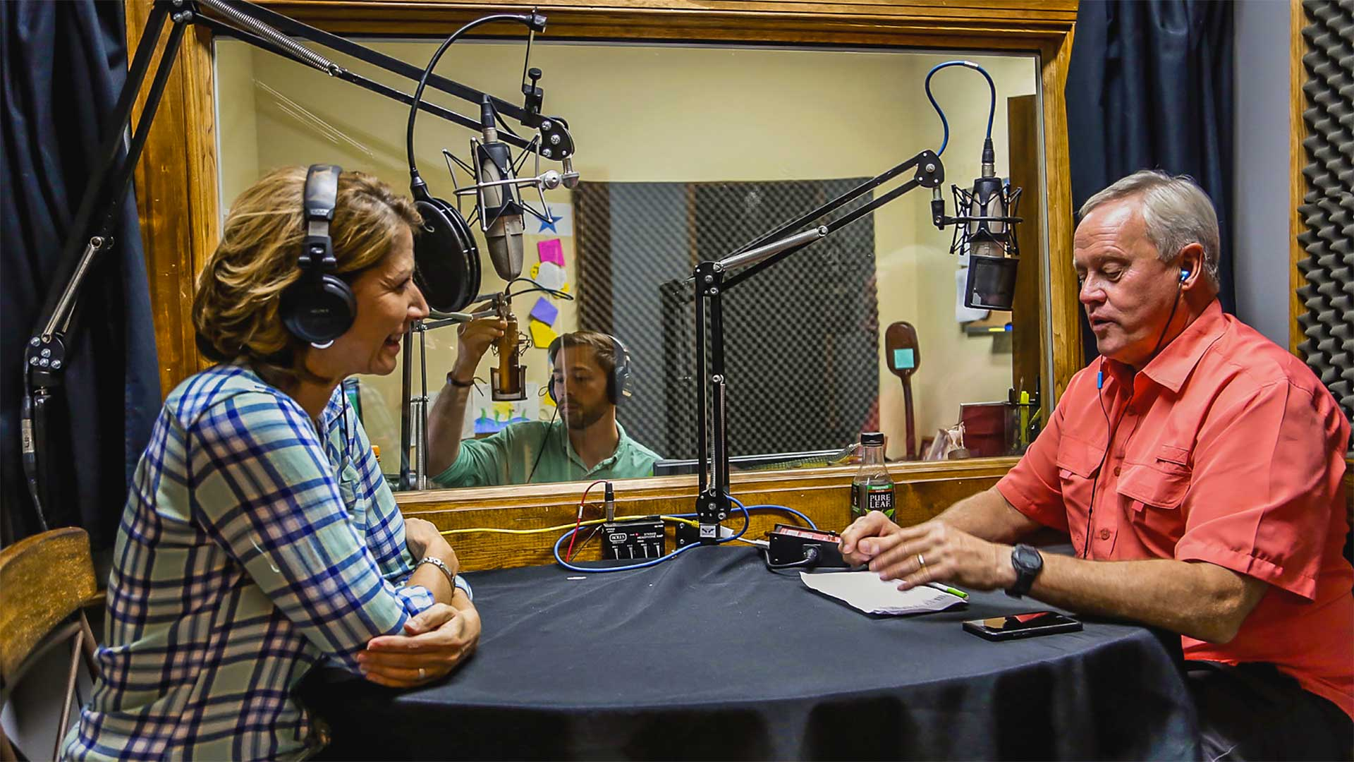 Jodi Marks talks with Danny Lipford in the radio booth