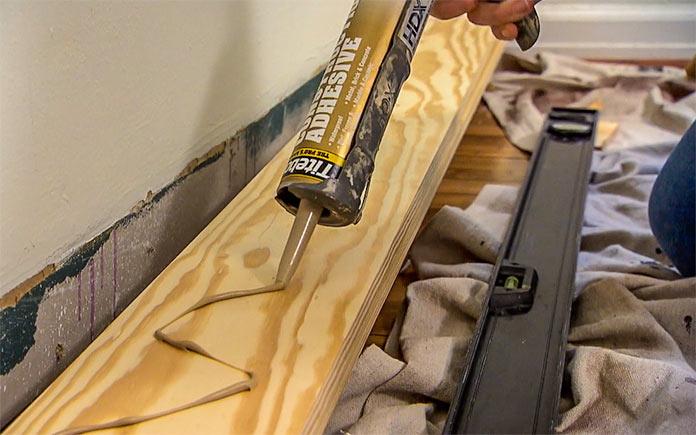 Applying Titebond Construction Adhesive on wood siding