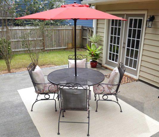 Outdoor aluminum dining set with umbrella
