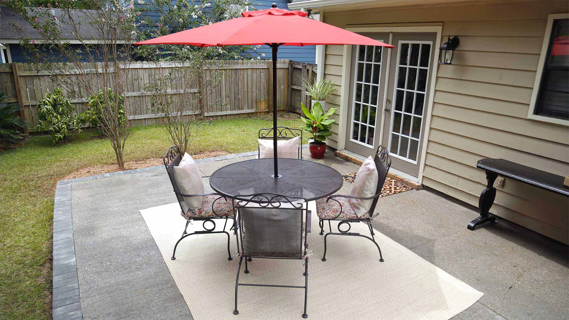 Outdoor aluminum dining set with umbrella