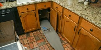 Sink cabinet with DIY back support for repairs