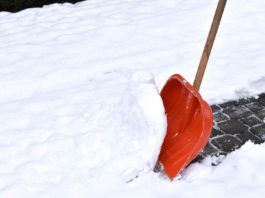 Removing snow with a snow shovel
