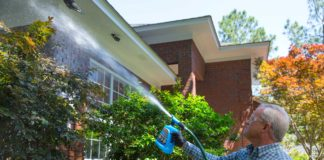 Danny Lipford cleans house exterior with Wet and Forget Outdoor