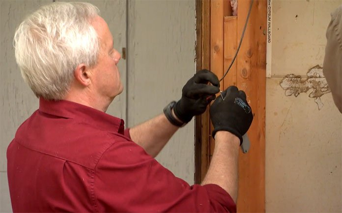 Danny Lipford repairs doorbell