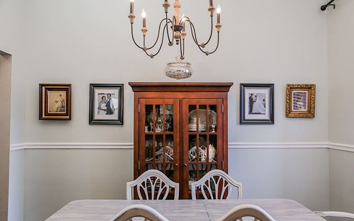 Dining room without wainscoting, just a chair rail