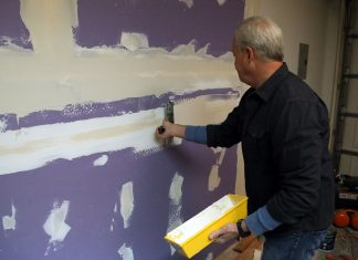 Danny Lipford, host of Today's Homeowner, installs Purple XP drywall on some garage walls.