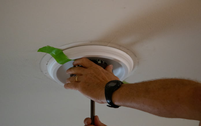 In an episode of Today's Homeowner, Danny Lipford demonstrates how to install a ceiling medallion.