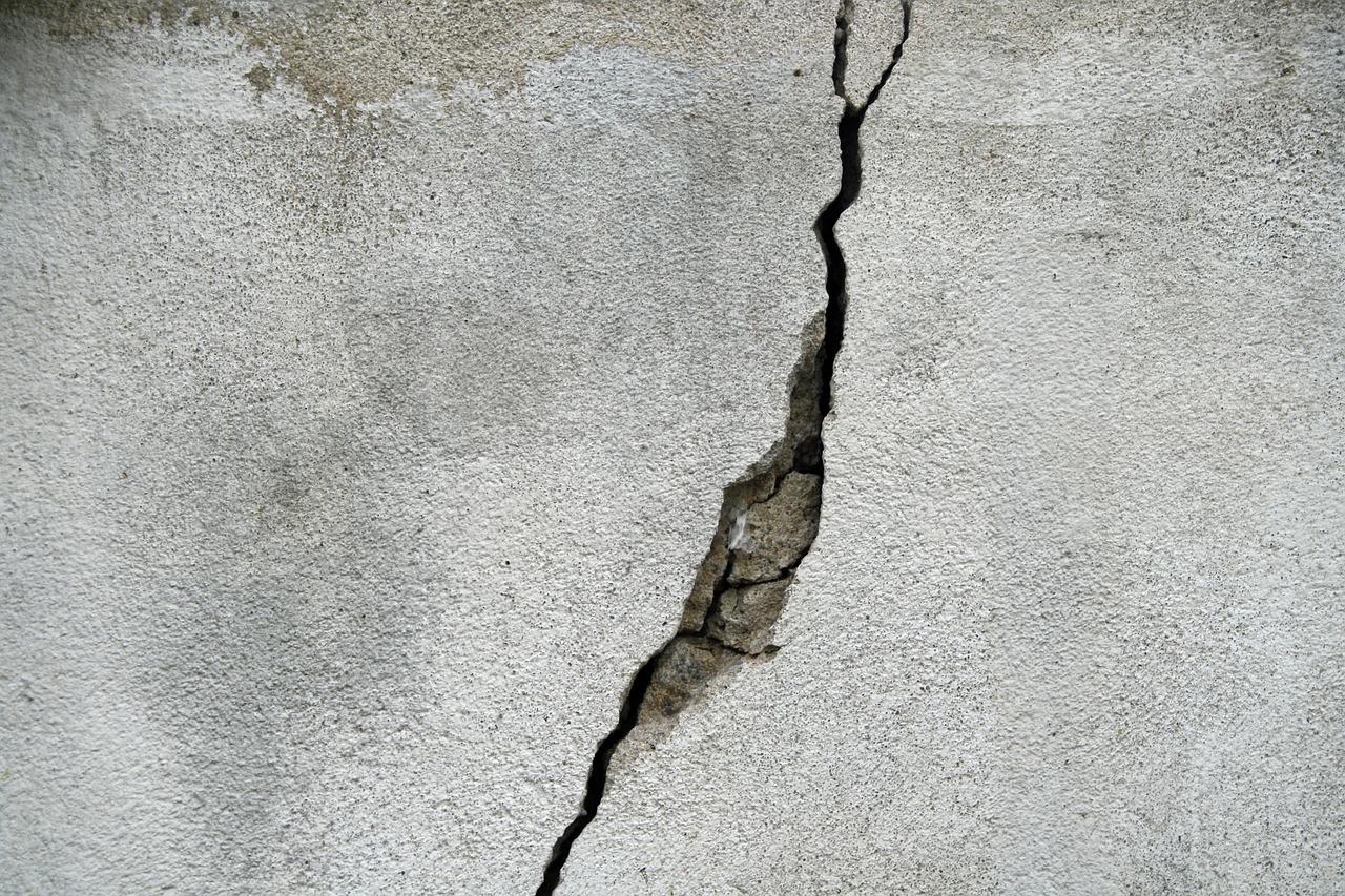Cracking in concrete flooring
